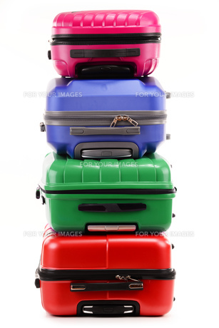 Stack of plastic suitcases isolated on whiteの素材 [FYI00631616]