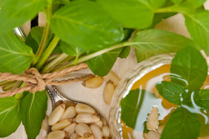 Arab traditional mint and pine nuts teaの素材 [FYI00633481]