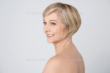 Smiling woman with clean skin.の写真素材 [FYI00633556]