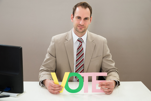 Businessman With The Multicolored Word Voteの写真素材 [FYI00634000]
