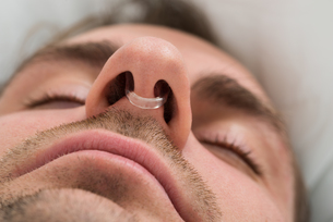 Man Face With Nose Clip Deviceの写真素材 [FYI00634158]