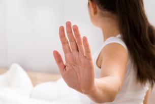 Woman Making Stop Gestureの素材 [FYI00634278]