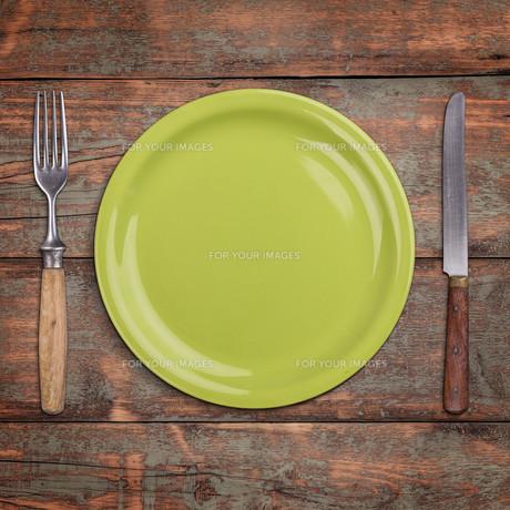Green empty plateの写真素材 [FYI00634830]