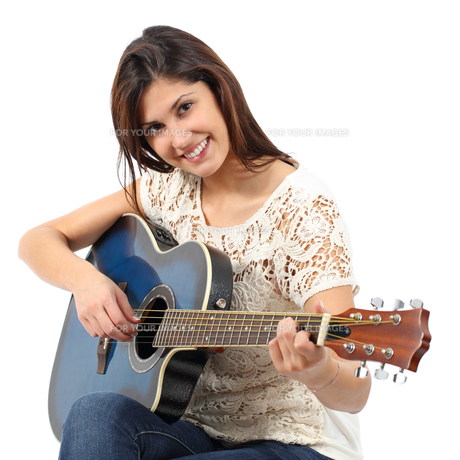 Musician woman playing guitar in a courseの写真素材 [FYI00634884]
