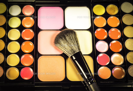 Makeup palette with makeup brushの写真素材 [FYI00634950]