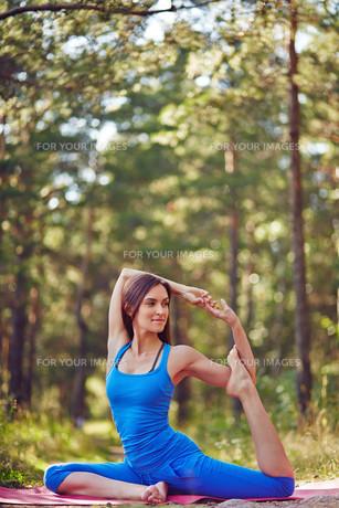 Yoga exerciseの素材 [FYI00635043]