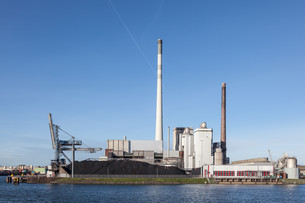Modern coal power stationの写真素材 [FYI00635441]
