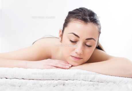 Beauty Young Woman Relax Skincare Spaの写真素材 [FYI00635490]
