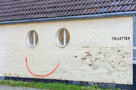 spray painted smileyの写真素材 [FYI00635754]