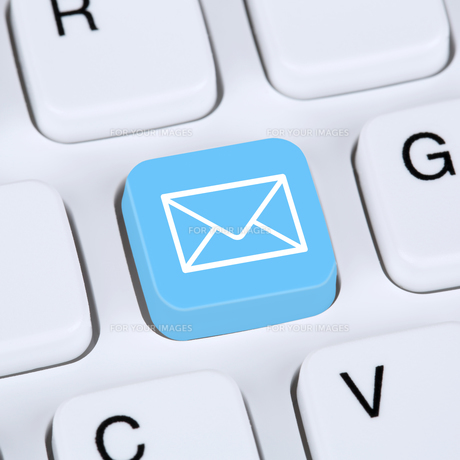 internet concept e-mail or send email on computer keyboardの写真素材 [FYI00635833]