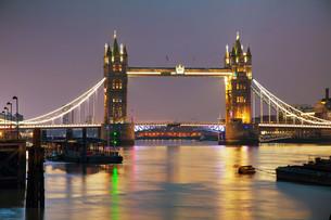 Tower bridge in London, Great Britainの写真素材 [FYI00636317]