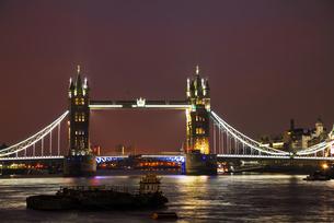 Tower bridge in London, Great Britainの写真素材 [FYI00636320]