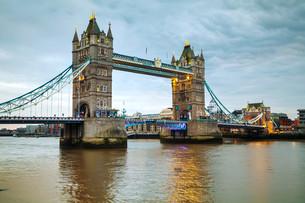 Tower bridge in London, Great Britainの写真素材 [FYI00636324]