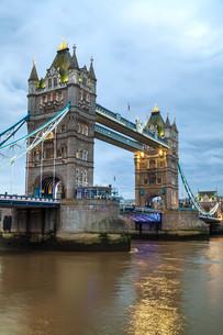 Tower bridge in London, Great Britainの写真素材 [FYI00636326]