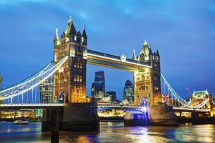 Tower bridge in London, Great Britainの写真素材 [FYI00636332]