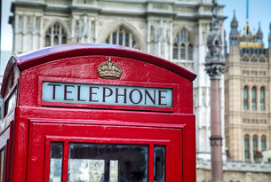 Famous red telephone booth in Londonの写真素材 [FYI00636333]