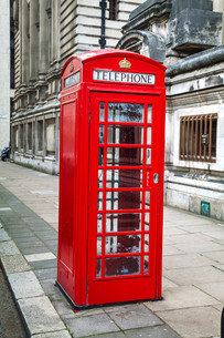 Famous red telephone booth in Londonの写真素材 [FYI00636337]