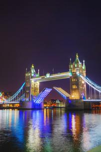 Tower bridge in London, Great Britainの写真素材 [FYI00636358]