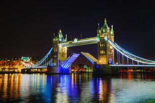Tower bridge in London, Great Britainの写真素材 [FYI00636363]