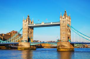 Tower bridge in London, Great Britainの写真素材 [FYI00636367]