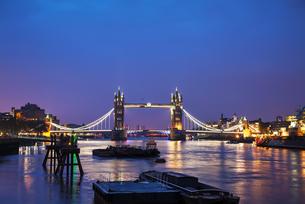 Tower bridge in London, Great Britainの写真素材 [FYI00636378]