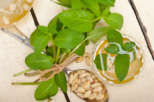 Arab traditional mint and pine nuts teaの素材 [FYI00636435]