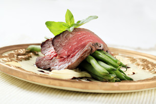 Roast beef and string beansの写真素材 [FYI00636507]