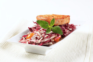Marinated pork and red cabbageの写真素材 [FYI00636583]