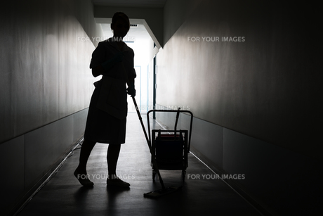 Silhouette Of Maid Cleaning Floorの写真素材 [FYI00636749]
