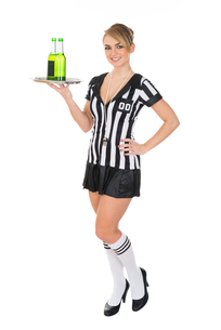 Female Referee Carrying Drinksの素材 [FYI00636750]