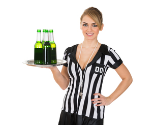 Female Referee With Drinks On Trayの素材 [FYI00636751]
