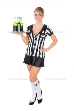 Female Referee Carrying Drinksの素材 [FYI00636752]