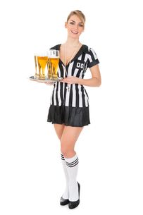 Referee Holding Tray With Beerの素材 [FYI00636758]