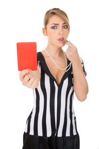 Female Referee With Red Card And Whistleの素材 [FYI00636763]