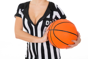 Female Referee With Basketballの素材 [FYI00636776]