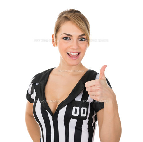 Female Referee With Thumbs Up Signの素材 [FYI00636777]