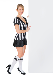 Female Referee With Billboardの素材 [FYI00636784]