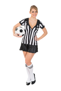 Female Referee Holding Football In Handの素材 [FYI00636789]