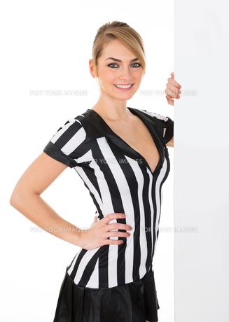 Female Referee With Billboardの素材 [FYI00636790]
