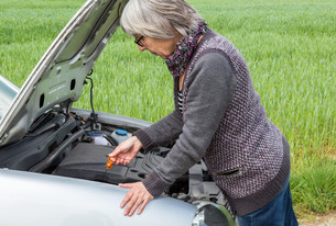 senior looks after the oil level in the carの素材 [FYI00637069]
