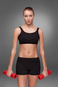 Sporty woman doing aerobic exerciseの写真素材 [FYI00637310]