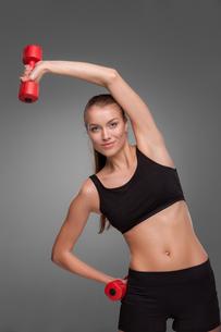 Sporty woman doing aerobic exerciseの写真素材 [FYI00637317]