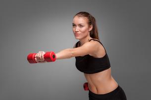 Sporty woman doing aerobic exerciseの写真素材 [FYI00637318]