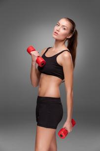 Sporty woman doing aerobic exerciseの写真素材 [FYI00637326]