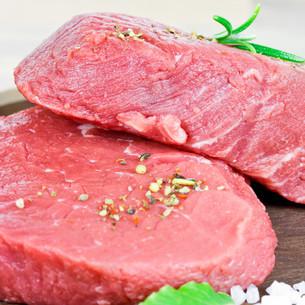 raw steakの写真素材 [FYI00638011]