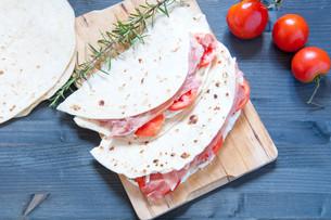 Original Piadina with ham mozzarella and tomatoの写真素材 [FYI00638043]