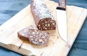 Chocolate salami with dark chocolate and hazelnut butterの写真素材 [FYI00638082]