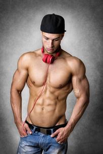 Athlete with cap and headphonesの写真素材 [FYI00638267]