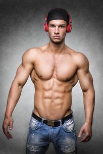 Athlete with cap and headphonesの写真素材 [FYI00638273]