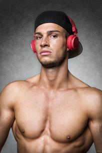 Athlete with cap and headphonesの写真素材 [FYI00638276]